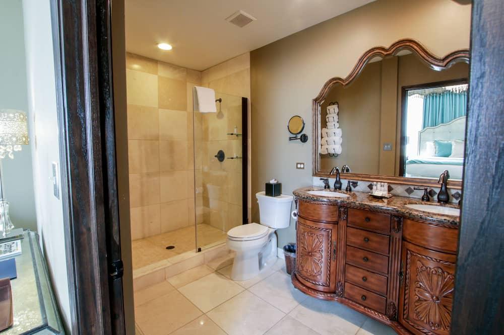 Estate Suite, 1 King Bed - Bathroom