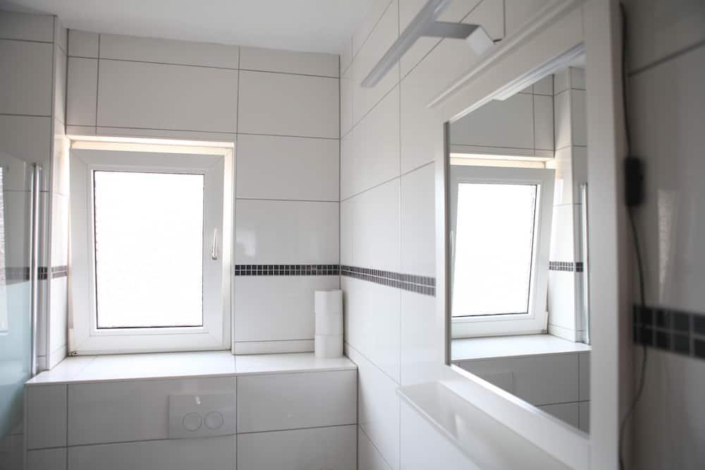 Standard Apartment, 2 Bedrooms, City View - Bathroom