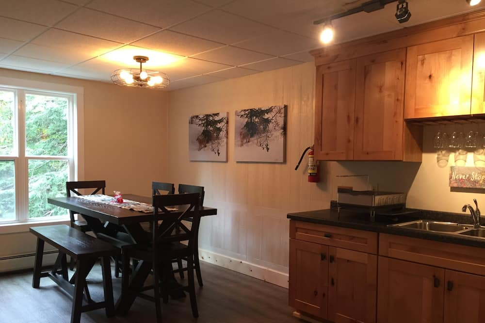 شقة - غرفتا نوم - لغير المدخنين - بمطبخ - تناول الطعام داخل الغرفة