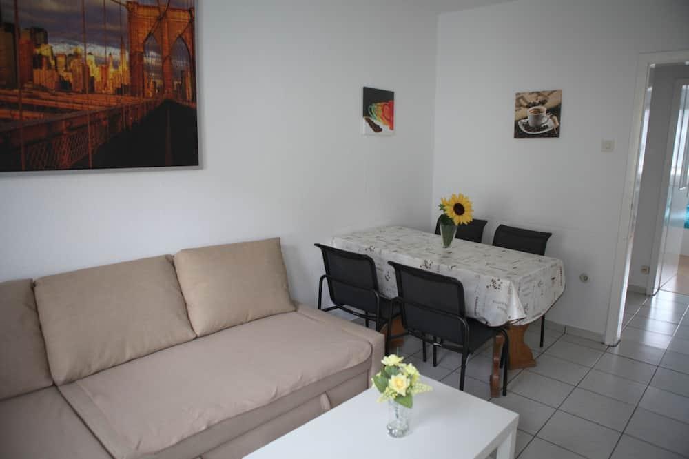 Ģimenes dzīvokļnumurs, divas guļamistabas, skats uz pilsētu - Dzīvojamā istaba