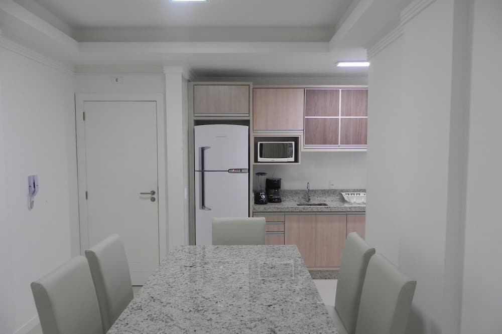 Apartment (1041) - In-Room Dining