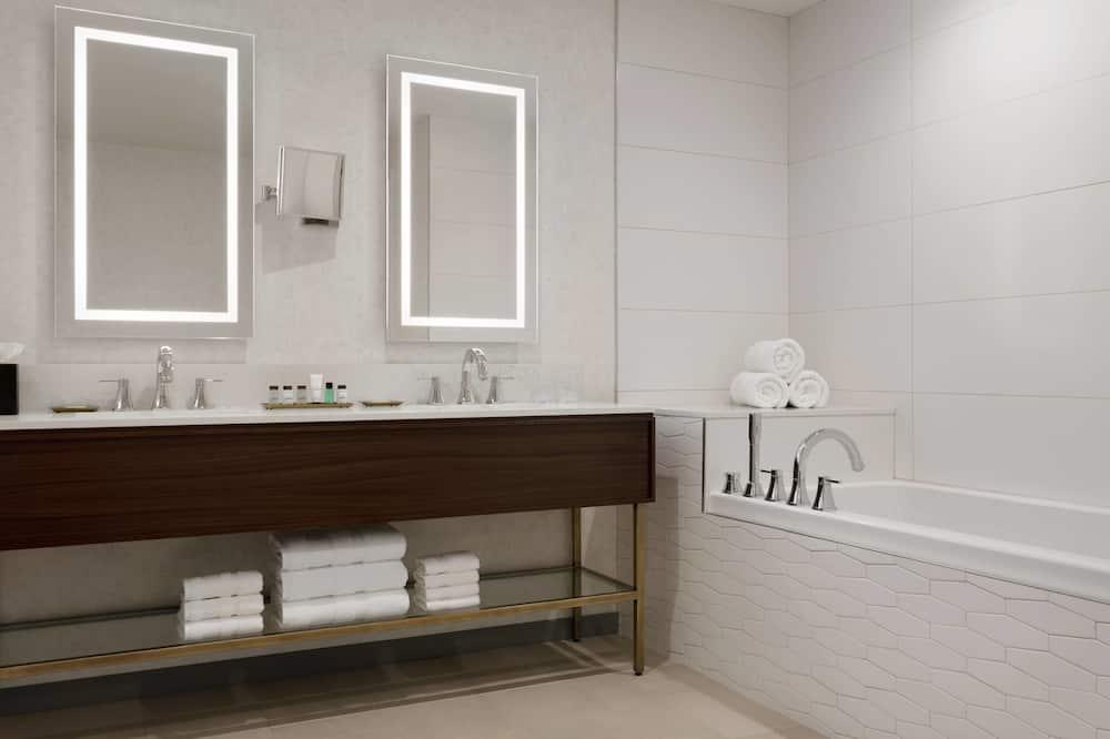 Представительский люкс, 1 двуспальная кровать «Кинг-сайз», для некурящих - Ванная комната