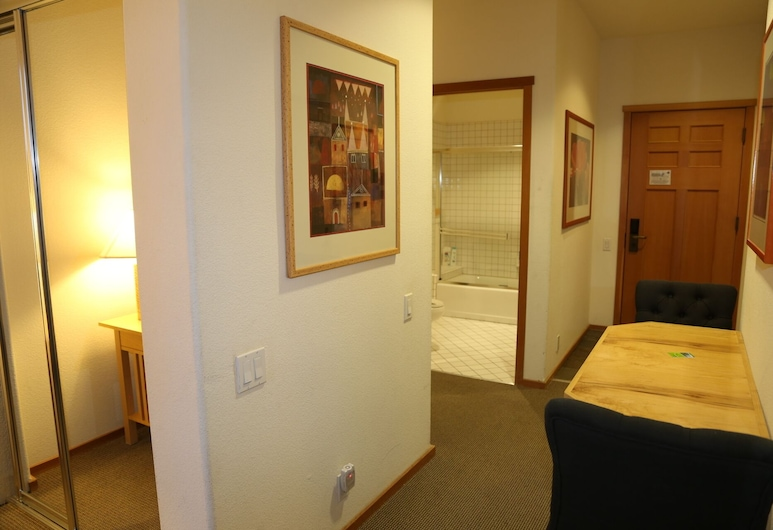 Squaw Valley, Lodge4b, Village, Resort. Ski In/out Luxury Accommodations, Olympic Valley
