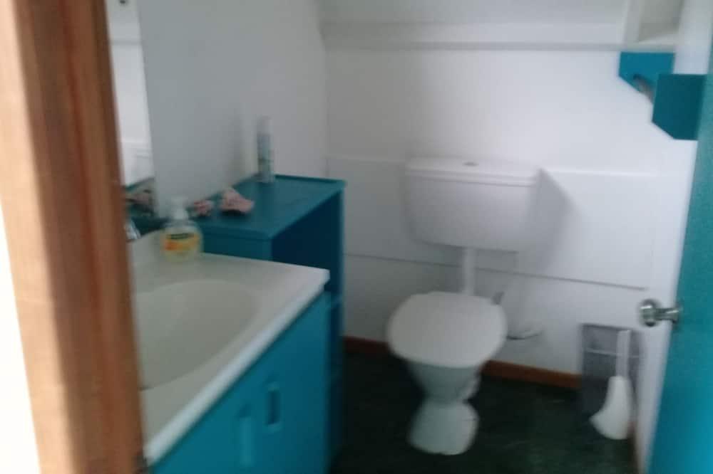 เบสิกบังกะโล, เตียงคิงไซส์ 1 เตียง, วิวทะเลสาบ - ห้องน้ำ