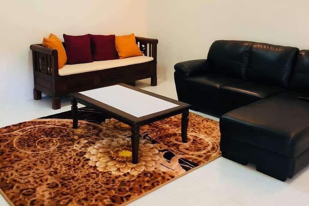 4 Bedroom House - Living Room