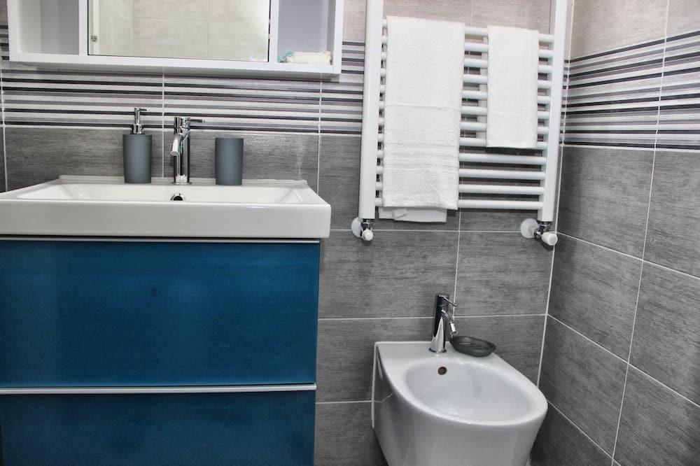 Izba s dvojlôžkom alebo oddelenými lôžkami, súkromná kúpeľňa - Kúpeľňa
