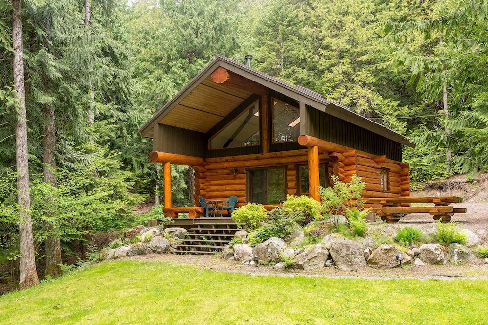 Lakefront Private Log Cabin, Close to Pemberton - The Hummingbird