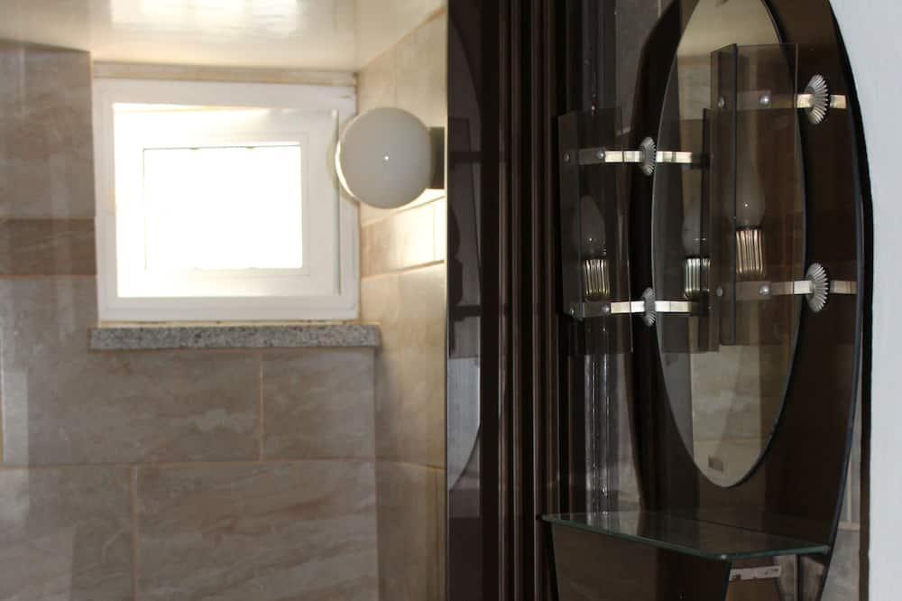 Standardfællessovesal - mænd/kvinder - handicapvenligt - udsigt til have - Badeværelse