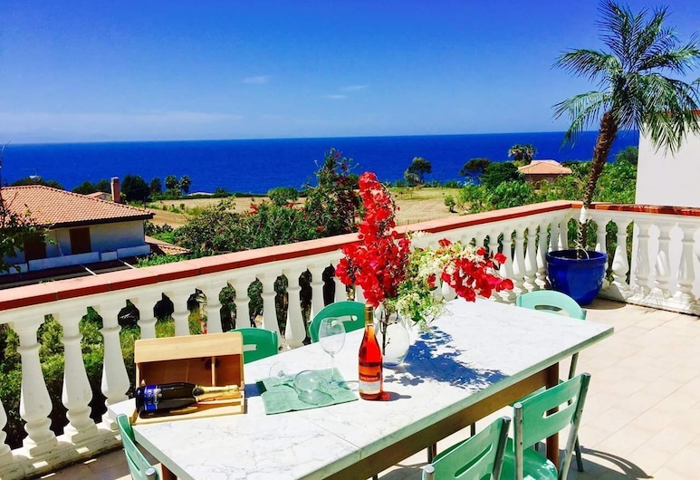 Mazzitelli Apartment, Ricadi, Apartment, 3 Bedrooms, Terrace, Sea View, Terrace/Patio