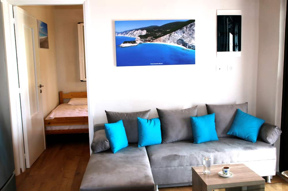 Family Apartment, 3 Bedrooms, Smoking, Sea View - Living Area