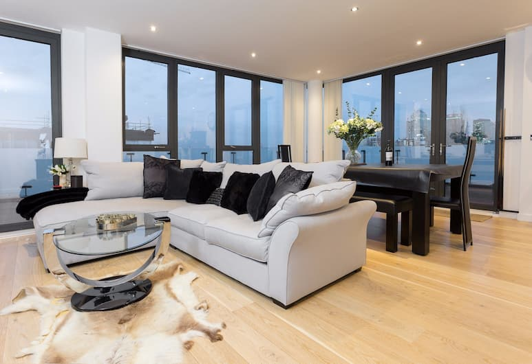 2 Bedroom Penthouse in Canada Water With Balcony, Londra