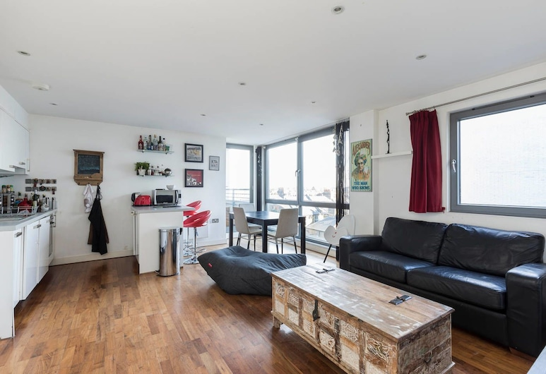2 Bedroom Apartment in Clapham, London, Lõõgastumisala