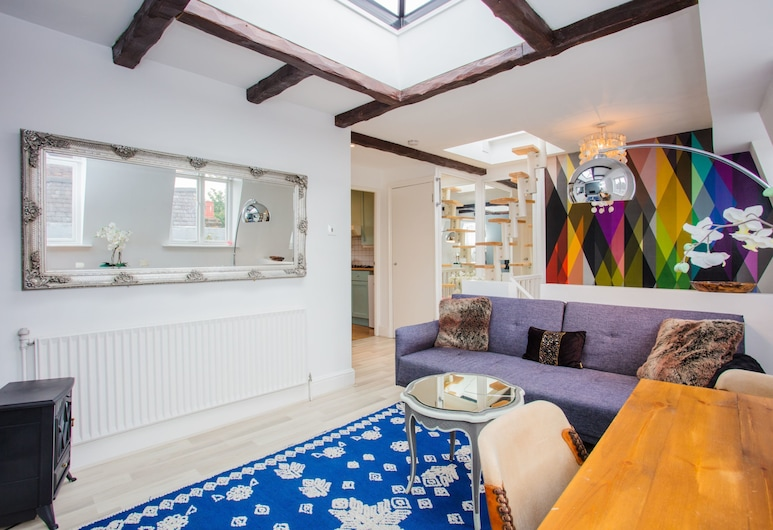 1 Bedroom Flat in Notting Hill, London, Living Room