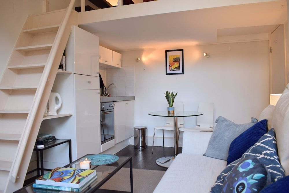 Book 1 Bedroom Flat in Notting Hill With Mezzanine in London ...