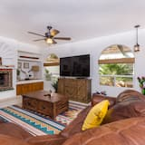 Family Townhome, 3 Bedrooms - Living Room