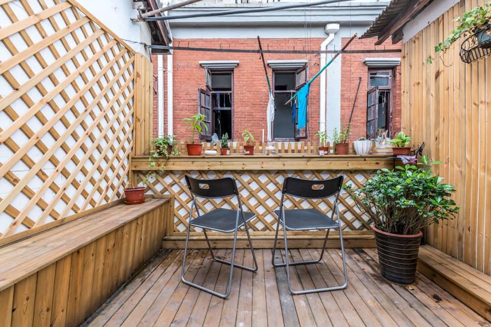 One-Bedroom Apartment - Terrace/Patio
