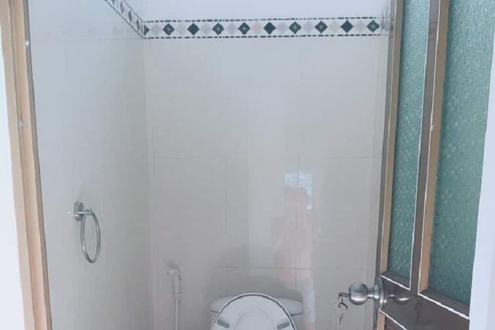 1 Bed in Shared Dormitary - Bathroom