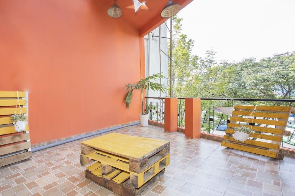Gemeinsamer Deluxe-Schlafsaal, Gemischter Schlafsaal (Bed in 8-Bed) - Balkon