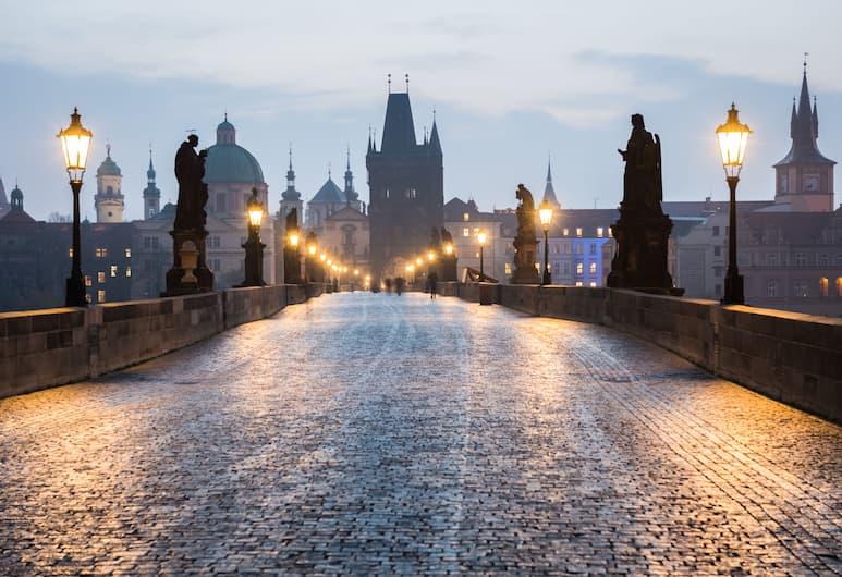 MOODs Charles Bridge, Praha, Ulkopuoli