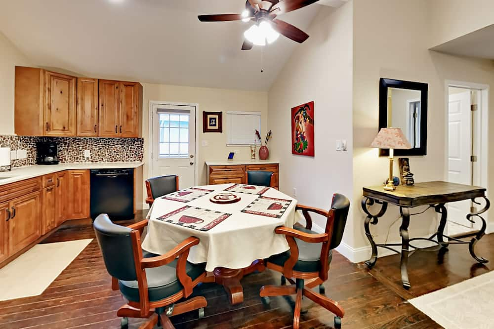 House, 1 Bedroom - In-Room Dining