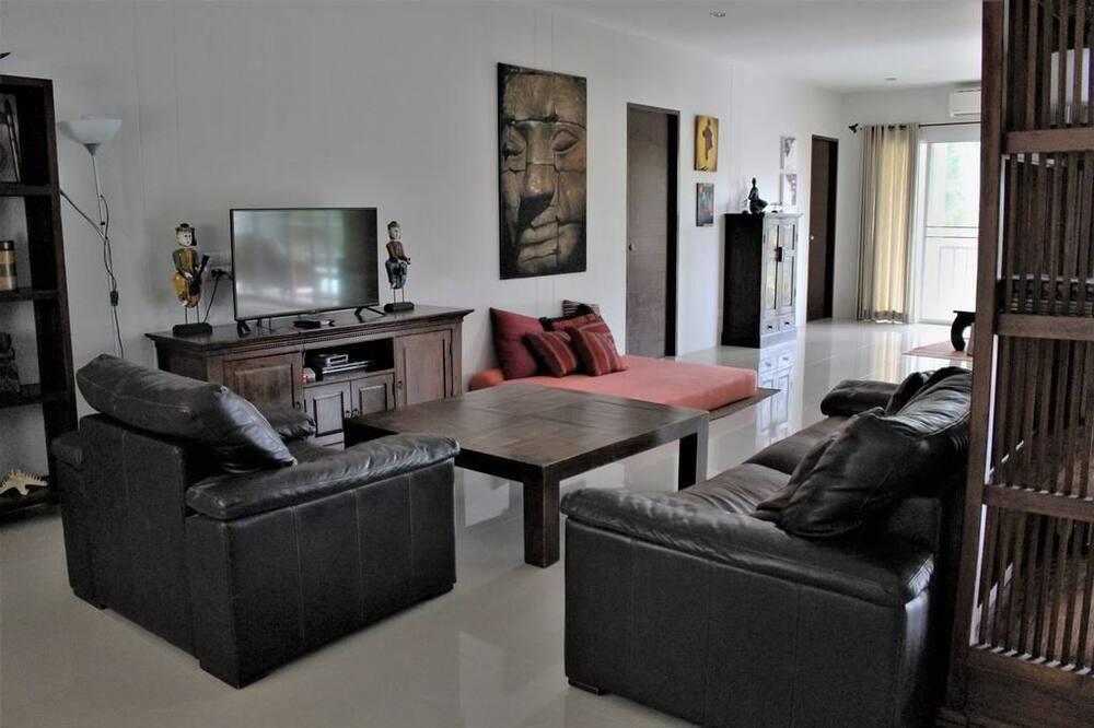4 Bedrooms House - Ruang Keluarga