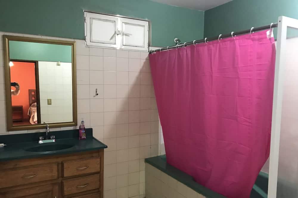 Superior-Doppelzimmer, 2Doppelbetten - Badezimmer