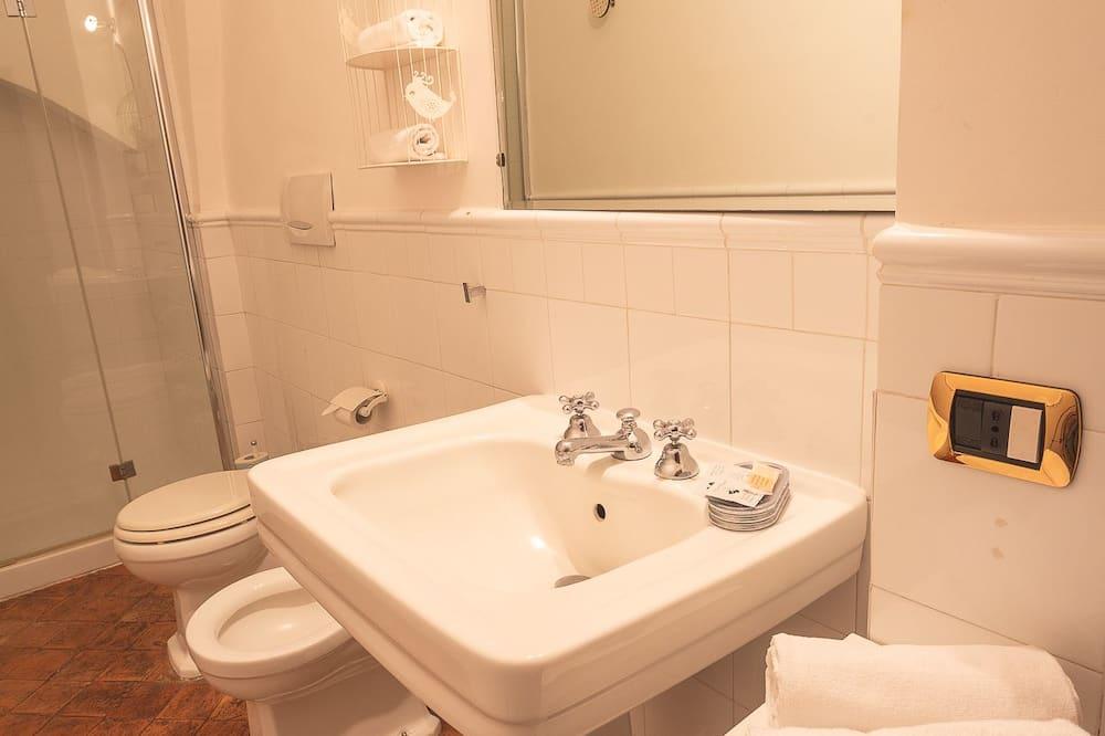 Standard szoba, 1 king (extra méretű) franciaágy, kilátással a városra - Fürdőszoba