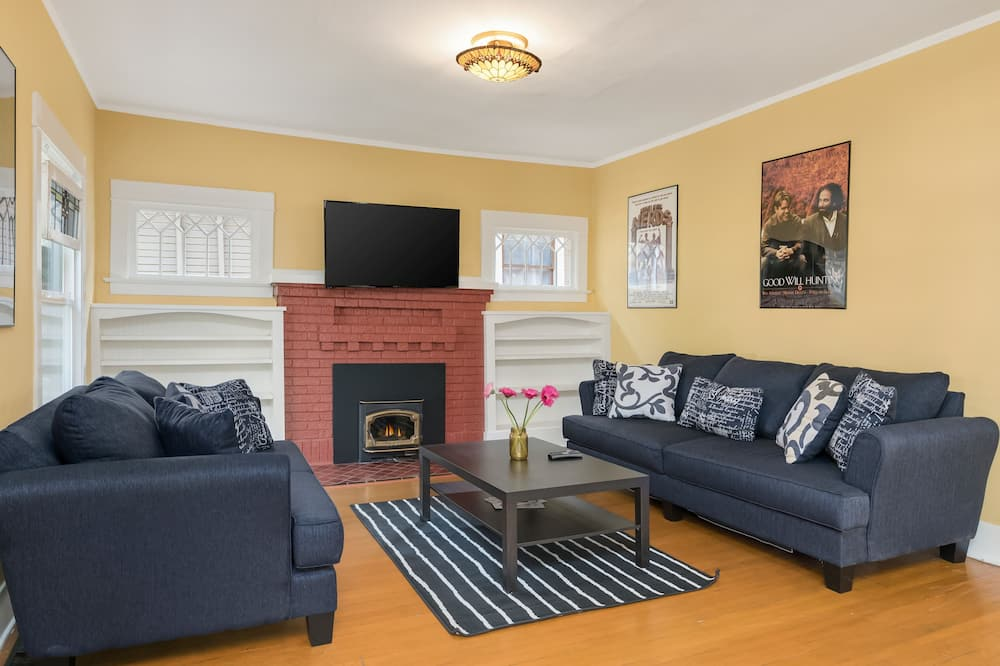 Deluxe House, Multiple Bedrooms, Kitchen - Living Area