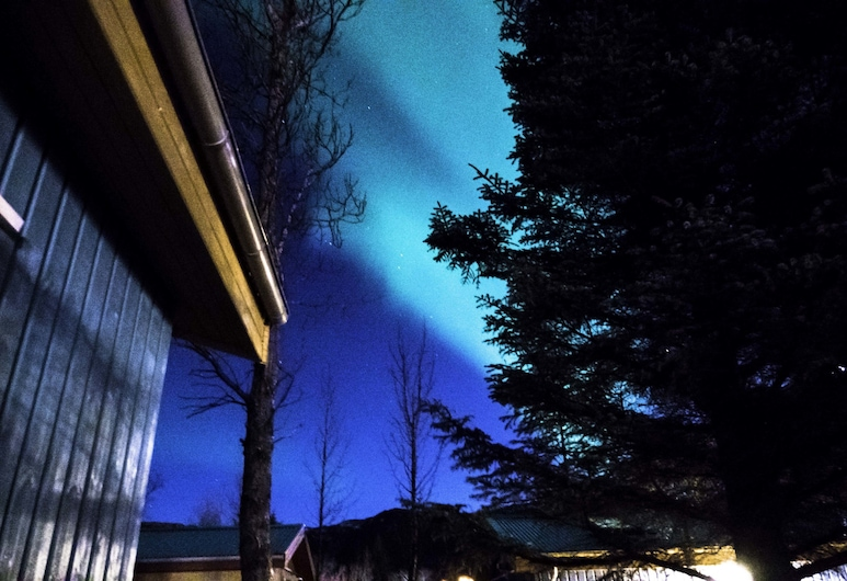 Backyard Village, Hveragerdi, Fachada do estabelecimento (à noite)