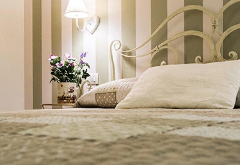 Il Giglio Verde, Порто-Сант'Эльпидио, Стандартный двухместный номер с 1 двуспальной кроватью, вид на город, первый этаж, Номер