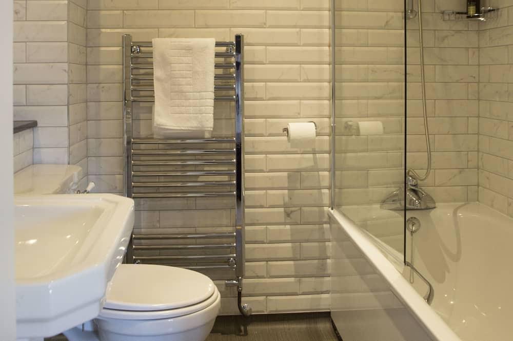 Family Room, Bathtub - Bilik mandi