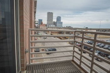 Foto Convenient 1BR in 3rd Ward with Parking di Milwaukee