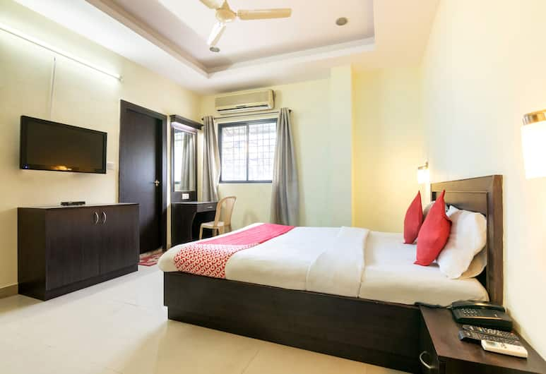 OYO 345 Hotel Red Mount Aquilla, Bengaluru, Deluxe Double or Twin Room, 1 King Bed, Guest Room