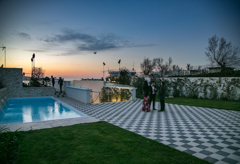 Villa Ascosa, Trani, Basen odkryty