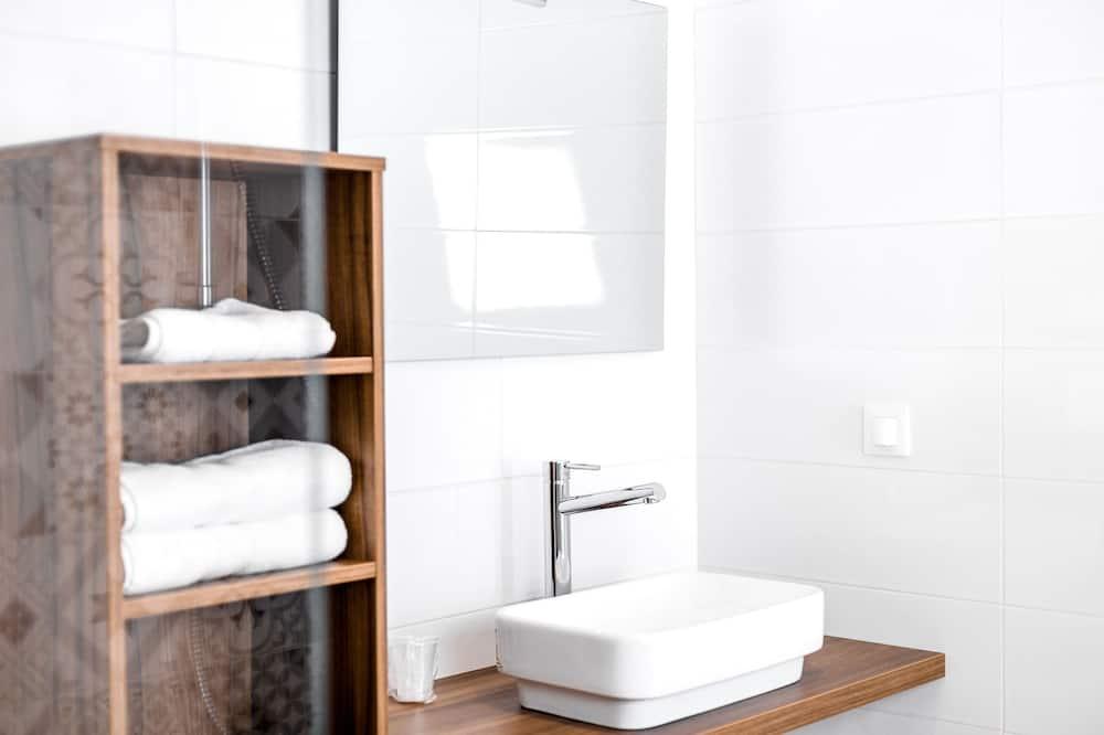 Standard Δίκλινο Δωμάτιο (Double), Θέα στη Θάλασσα - Νιπτήρας μπάνιου