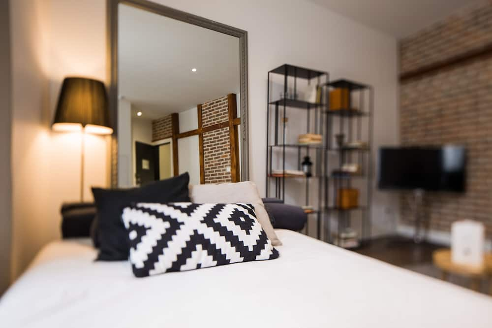 Hector - One Bedroom Apartment - Living Area