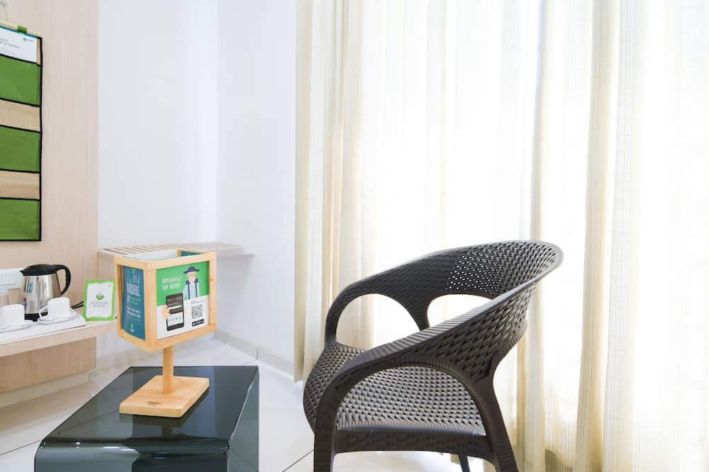 Deluxe Room, Smoking - Living Area