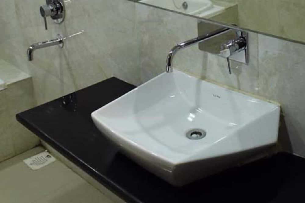 豪華雙人房, 1 張標準雙人床, 私人浴室 - 浴室洗手盤