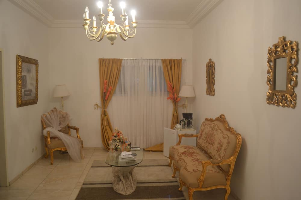 Business Suite, 1 Bedroom, Non Smoking, City View - Living Area