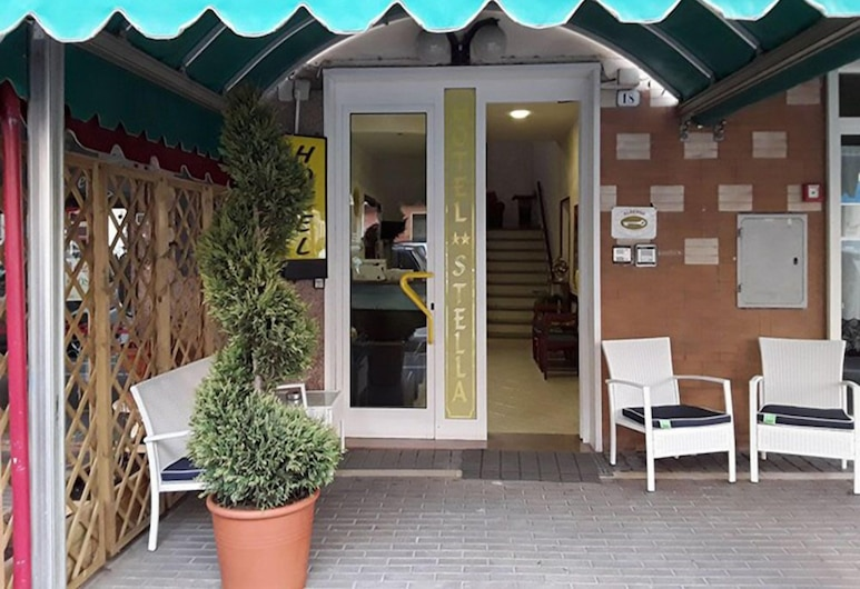 Hotel Stella & Maida, Follonica, Вход в отель