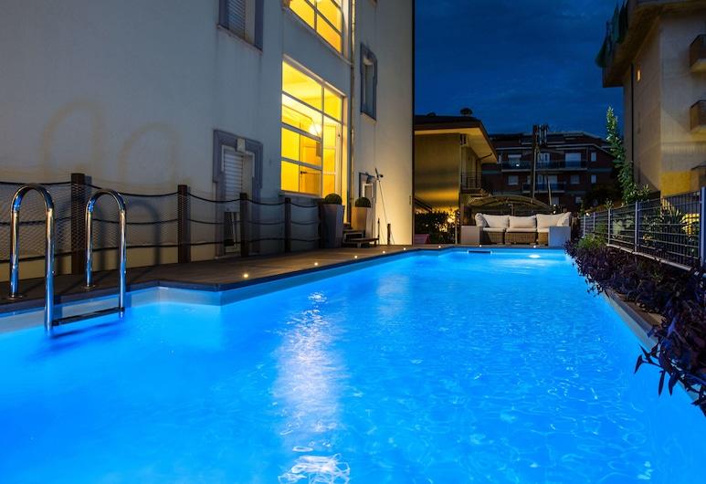 เรสซิเดนซ์อันคิเซมาเร, Alba Adriatica, สระว่ายน้ำกลางแจ้ง