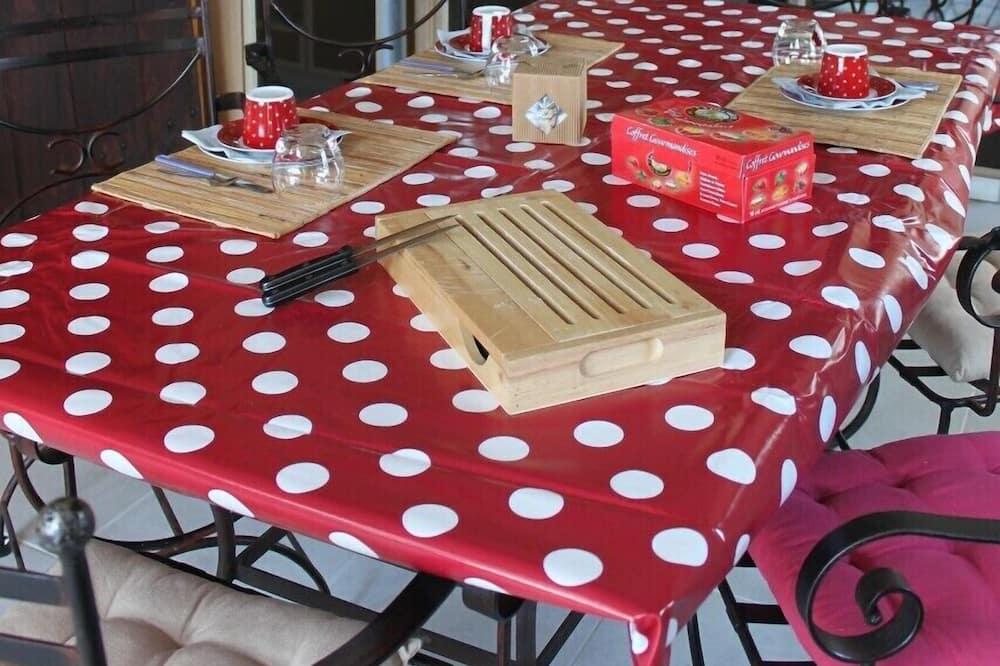 Cottage (Le Bûcher) - In-Room Dining