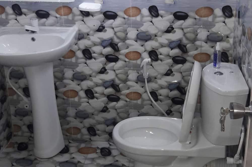 Deluxe Tek Büyük Yataklı Oda, 1 Büyük (Queen) Boy Yatak, Sigara İçilebilir, Özel Banyo - Banyo