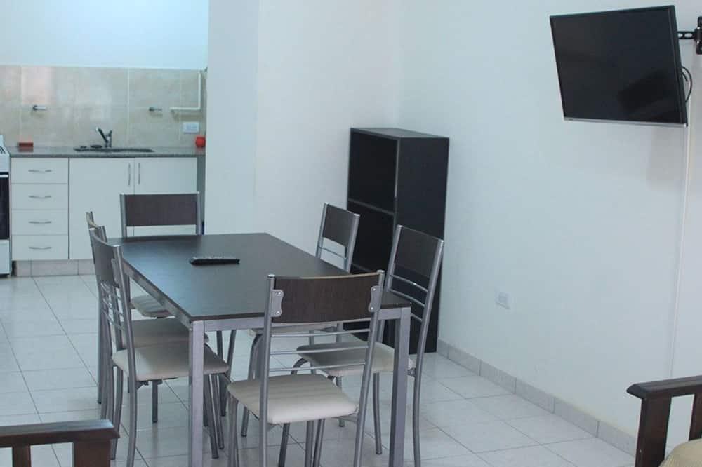 Apartamento familiar, 1 habitación, cocina básica - Comida en la habitación