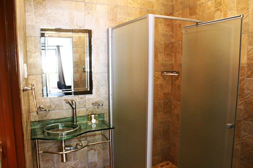 Standard Double / Twin - Bathroom