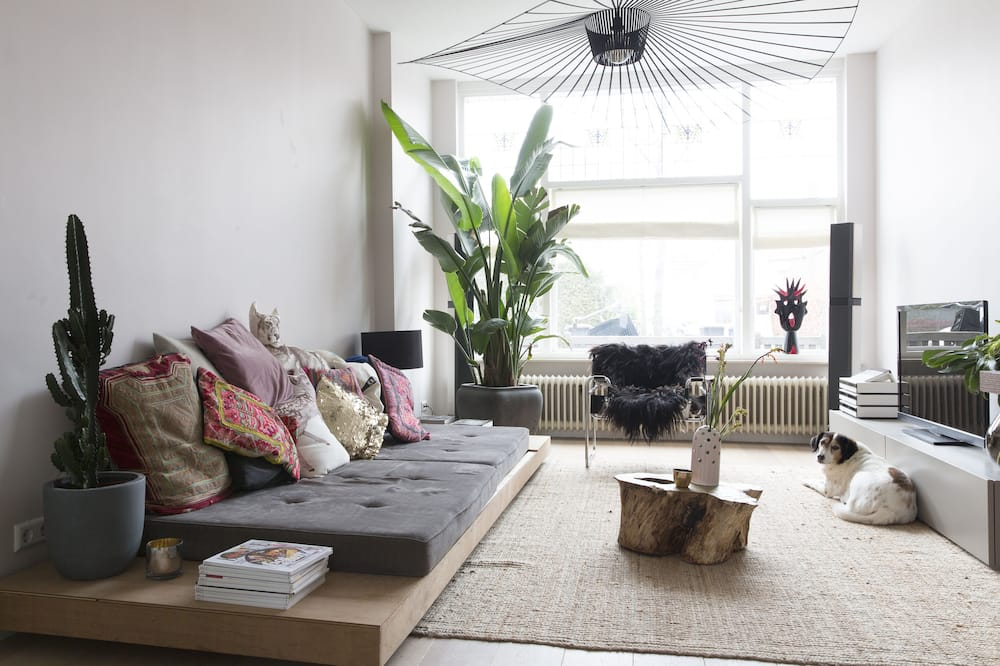 Light, stylish designers townhouse, between Amsterdam and the beach