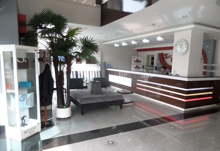 هوتل لا بيلا سوما, سوما, مكتب الاستقبال