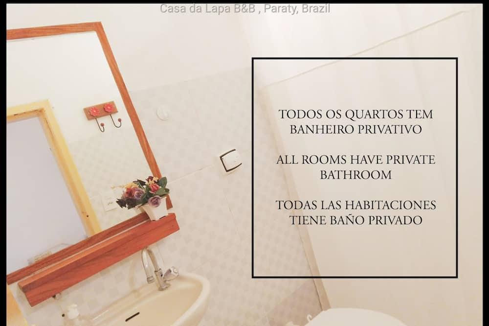 Basic Double Room, 1 Double Bed (Quarto 4) - Bathroom