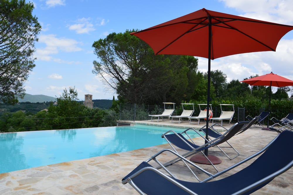 Splendid Private Villa for 12 People With Swimming Pool and Olive Trees