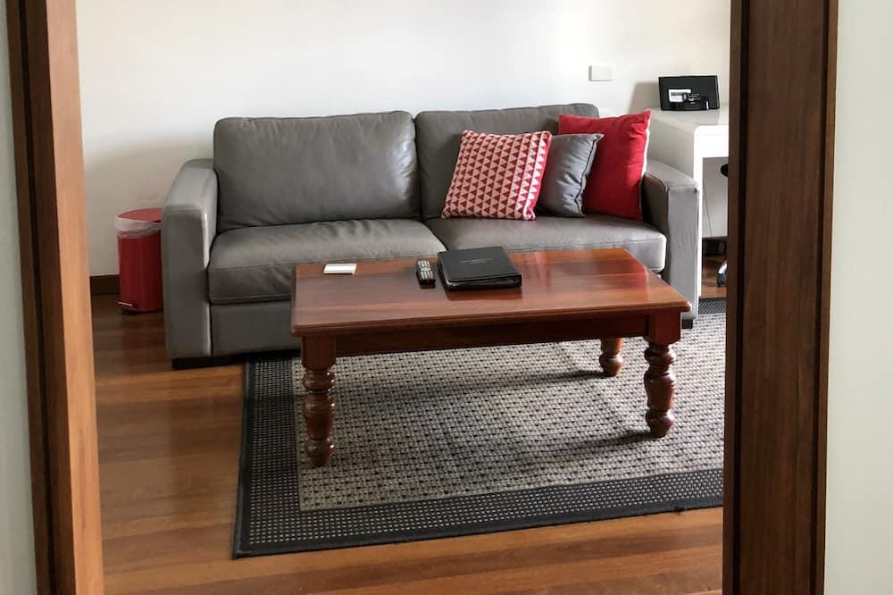 Deluxe Suite, 1 Queen Bed, Ensuite, Poolside - Living Room